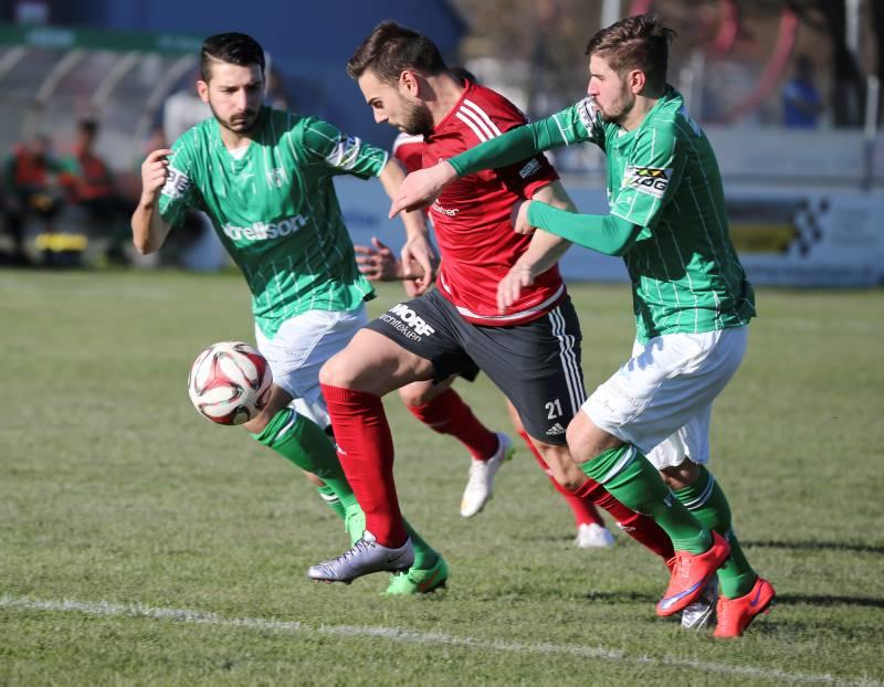 FC Kreuzlingen (Gruen) gegen FC Rothrist Schweizer Cup 2. Qualifikationsrunde auf der Sportanlage Hafenfeld Kreuzlingen am Samstag 26. Maerz 2016 (FOTO GACCIOLI KREUZLINGEN)