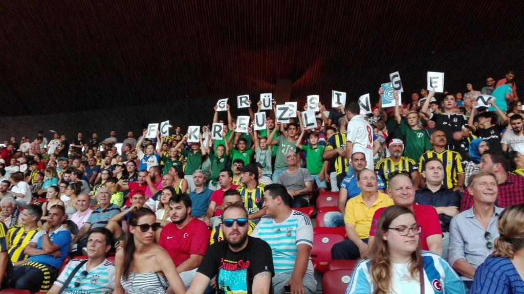 FCK-C-Junioren auf Einladung von GCZ-CEO Manuel Huber im Letzigrundbeim Europa League Spiel Grasshoppers Zürich - Fenerbahce Istanbul